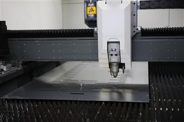 Cutting machine with fiber laser technology